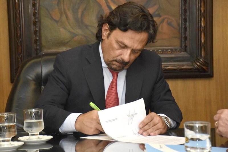 Sáenz presentó el proyecto de reforma de la Constitución de Salta - Salta  4400