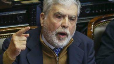 Photo of De Vido y otro fuerte cruce al presidente Alberto Fernández por los presos políticos