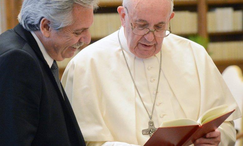 Un asistente del Papa Francisco dio positivo de coronavirus.