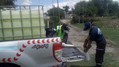 Photo of Bomberos Voluntarios reparten lavandina desinfectante en barrios carenciados