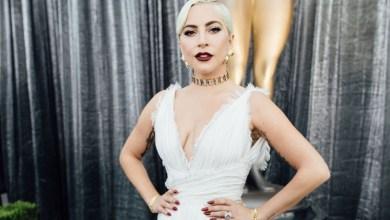 Photo of Lady Gaga lanza sus nuevos barbijos inspirados en su nuevo álbum «Chromatica»