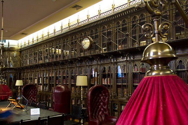 Biblioteca del Casino de Madrid: a 300 m de la Puerta del Sol.