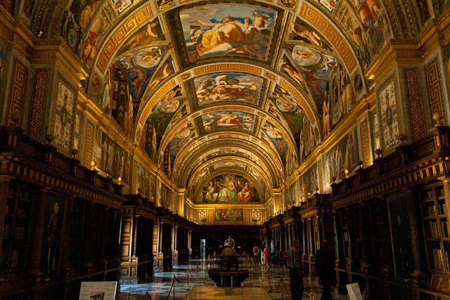 El salón principal de la Real Biblioteca del Real Monasterio de San Lorenzo de El Escorial