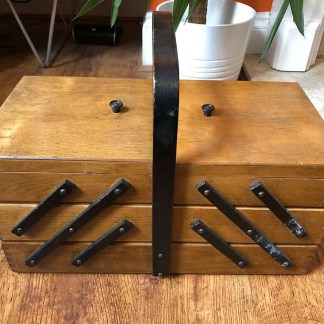 Lovely vintage wooden sewing box with cantilever drawers and handle.