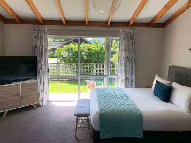 the bedroom at the getaway te anu . a luxurious budget accommodation in new zealand