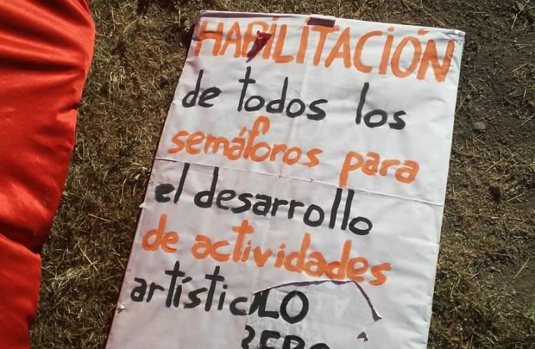 Policía en Salta irrumpió con armas en una protesta de artistas callejeros