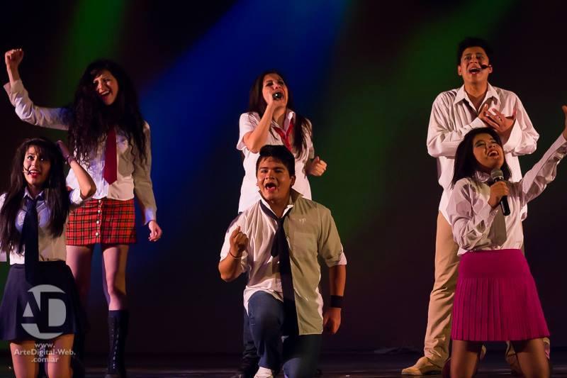 """Todo un éxito: 1.000 adolescentes disfrutaron con la obra """"Mi vida por tu vida"""""""