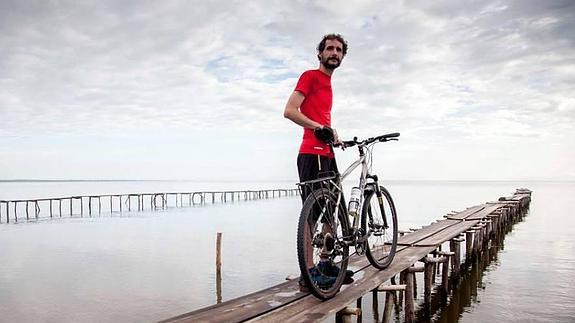 Juan Dual, el jóven sin aparato digestivo llega a Salta