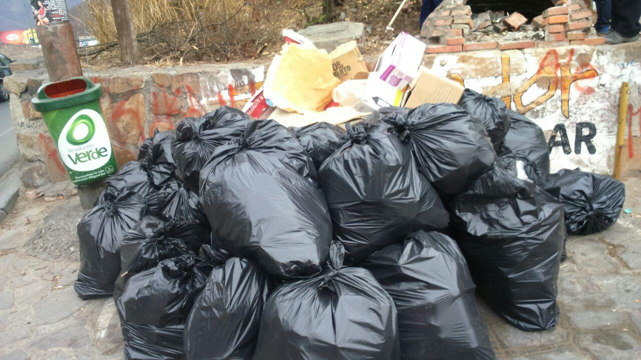Voluntarios limpiaron el Cerro San Bernardo