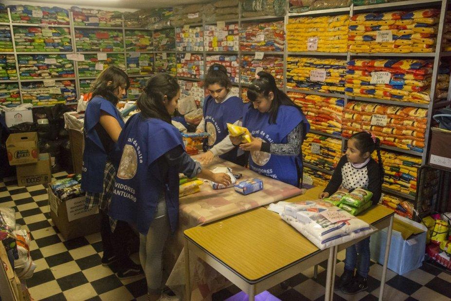 Los voluntarios son el símbolo de entrega y desapego en el tiempo del Milagro salteño