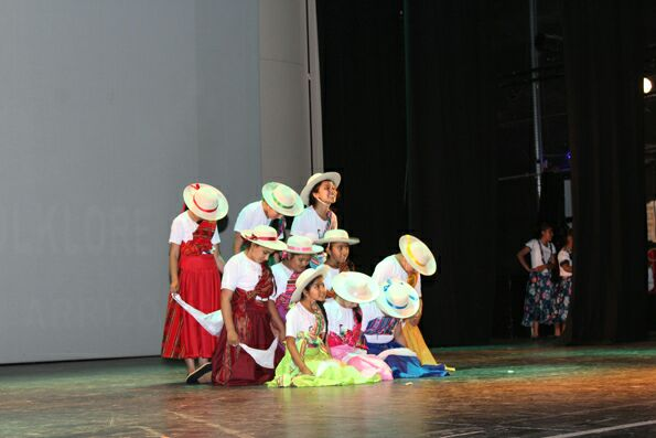 Gran presentación anual de los alumnos de las Escuelas Abiertas en el Teatro Provincial