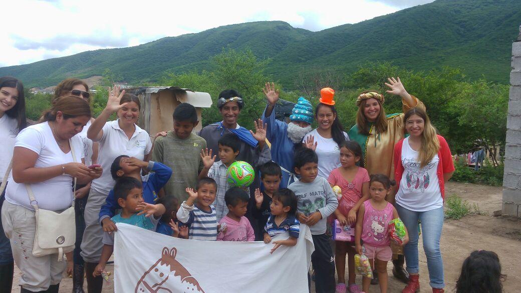 Los Reyes Magos de la  Fundación Equinoterapia del Azul  llegaron a barrio Fraternidad y La Paz