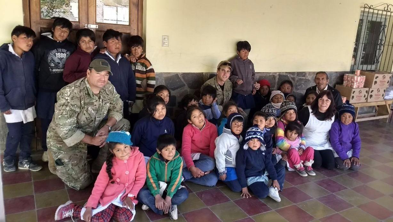 La solidaridad del Ejército alcanzó a 18 escuelas de montaña y al colegio de Alfarcito