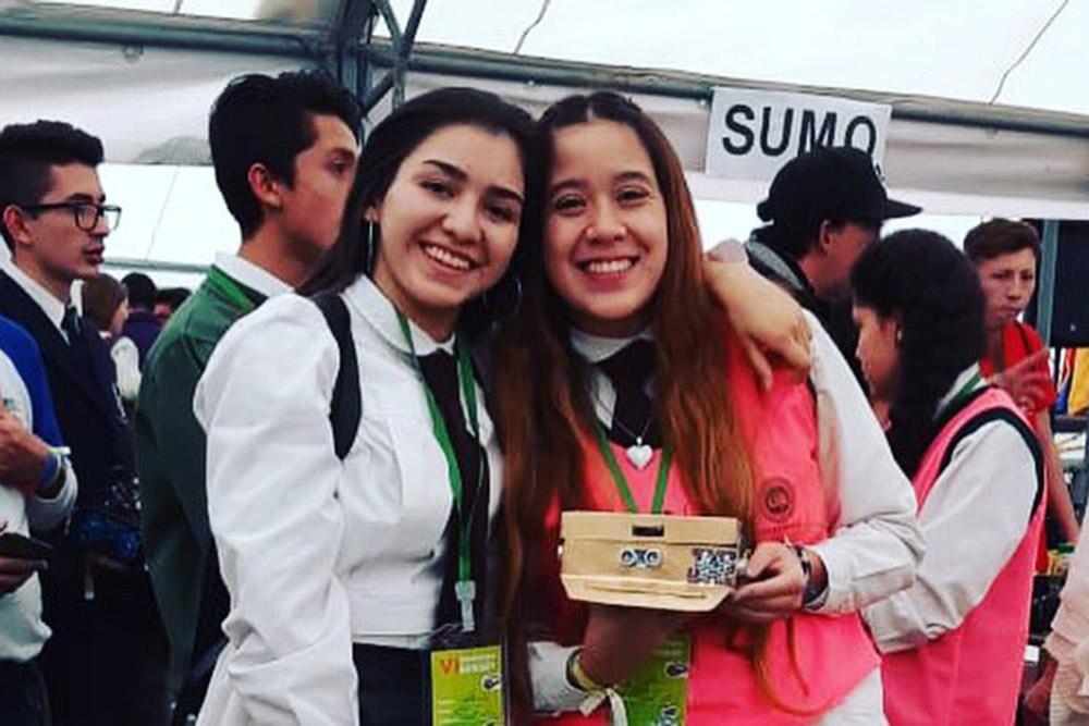 Alumnas de Metán participaron en el Megatorneo Internacional de Robótica de Colombia