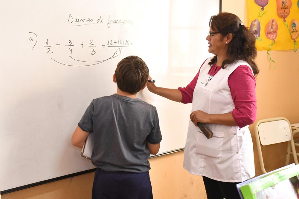 Darán clases de acompañamiento escolar a niños y adolescentes