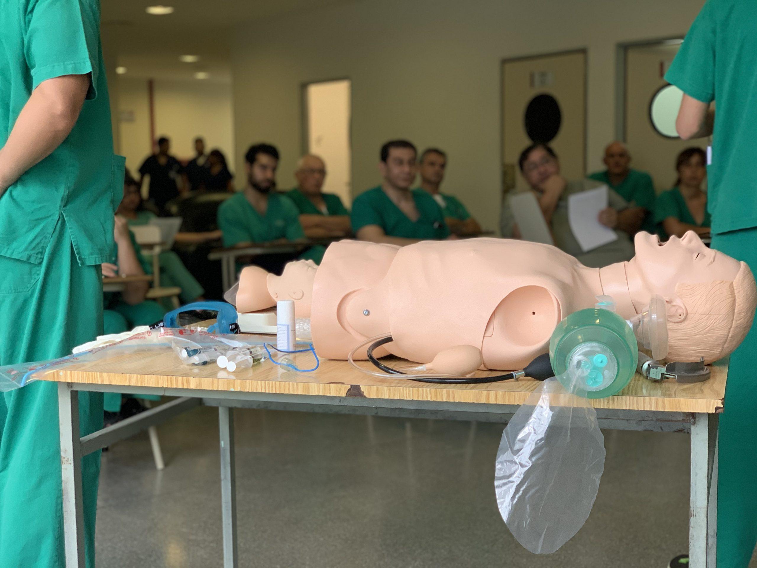 Profesionales del hospital Materno Infantil se capacitaron en intubación