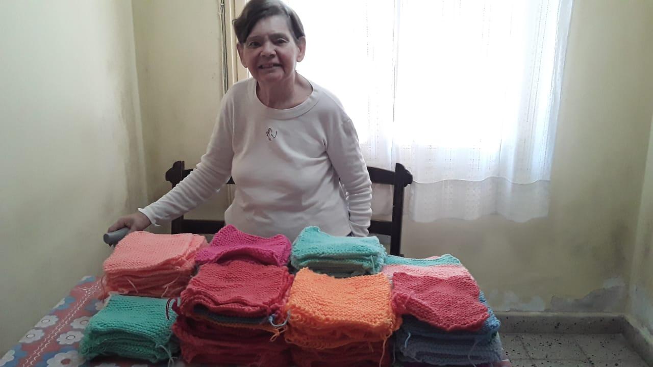 """El grupo """"Mantitas Salta"""" convoca a voluntarias para tejer desde casa"""