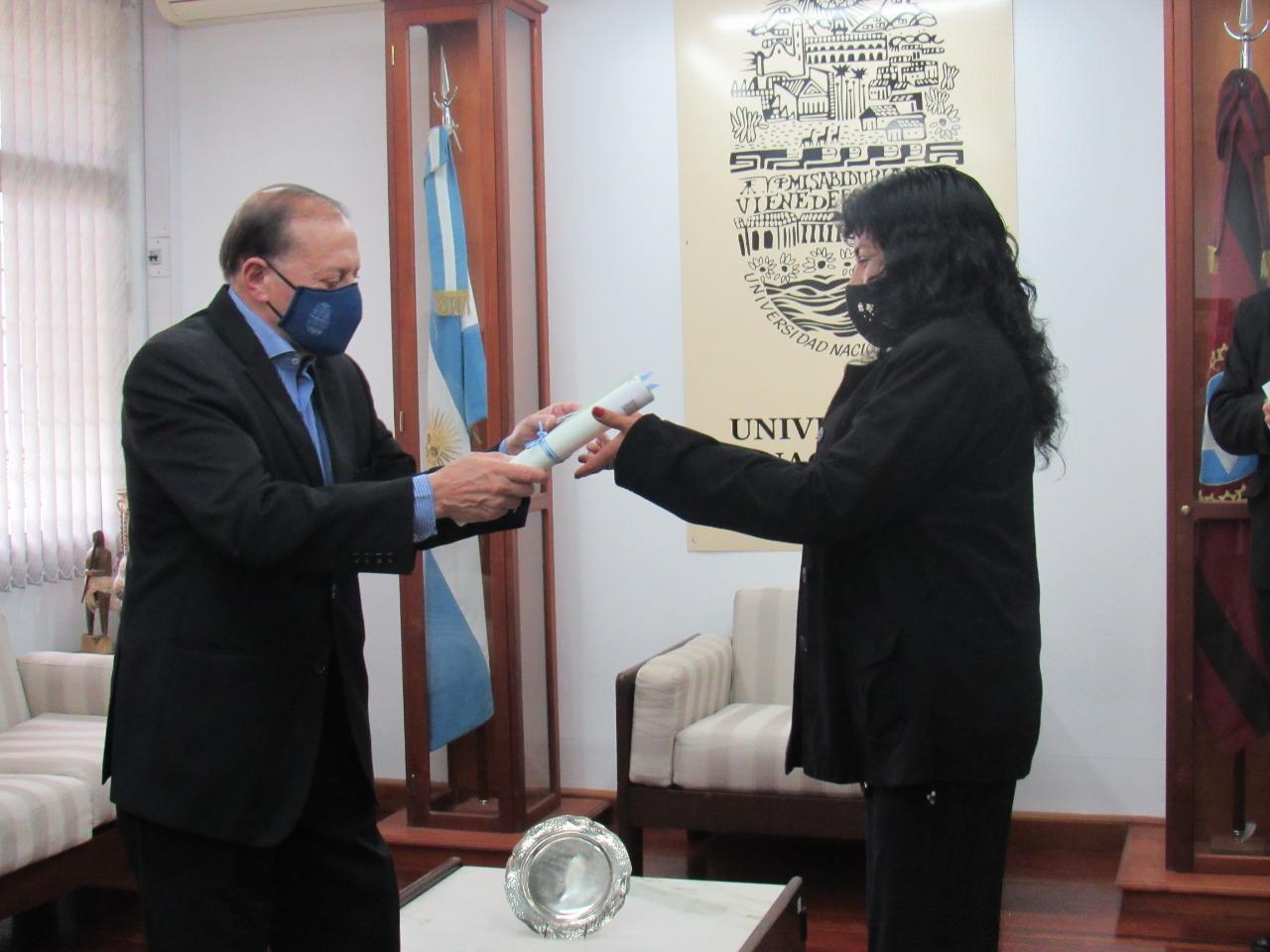 Luz Alvarado de la comunidad Misión La Paz, se recibió de enfermera universitaria