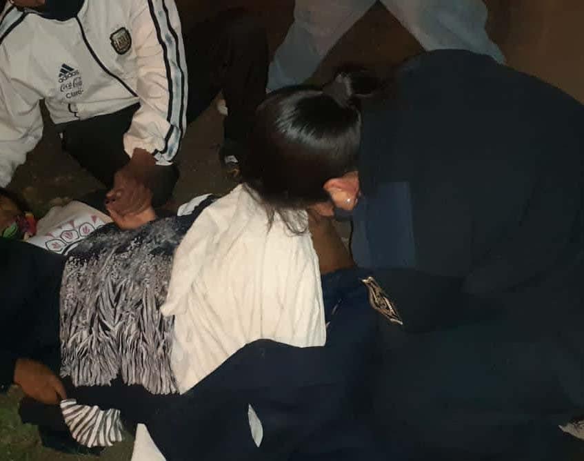 Dos policías asistieron a una mujer en trabajo de parto