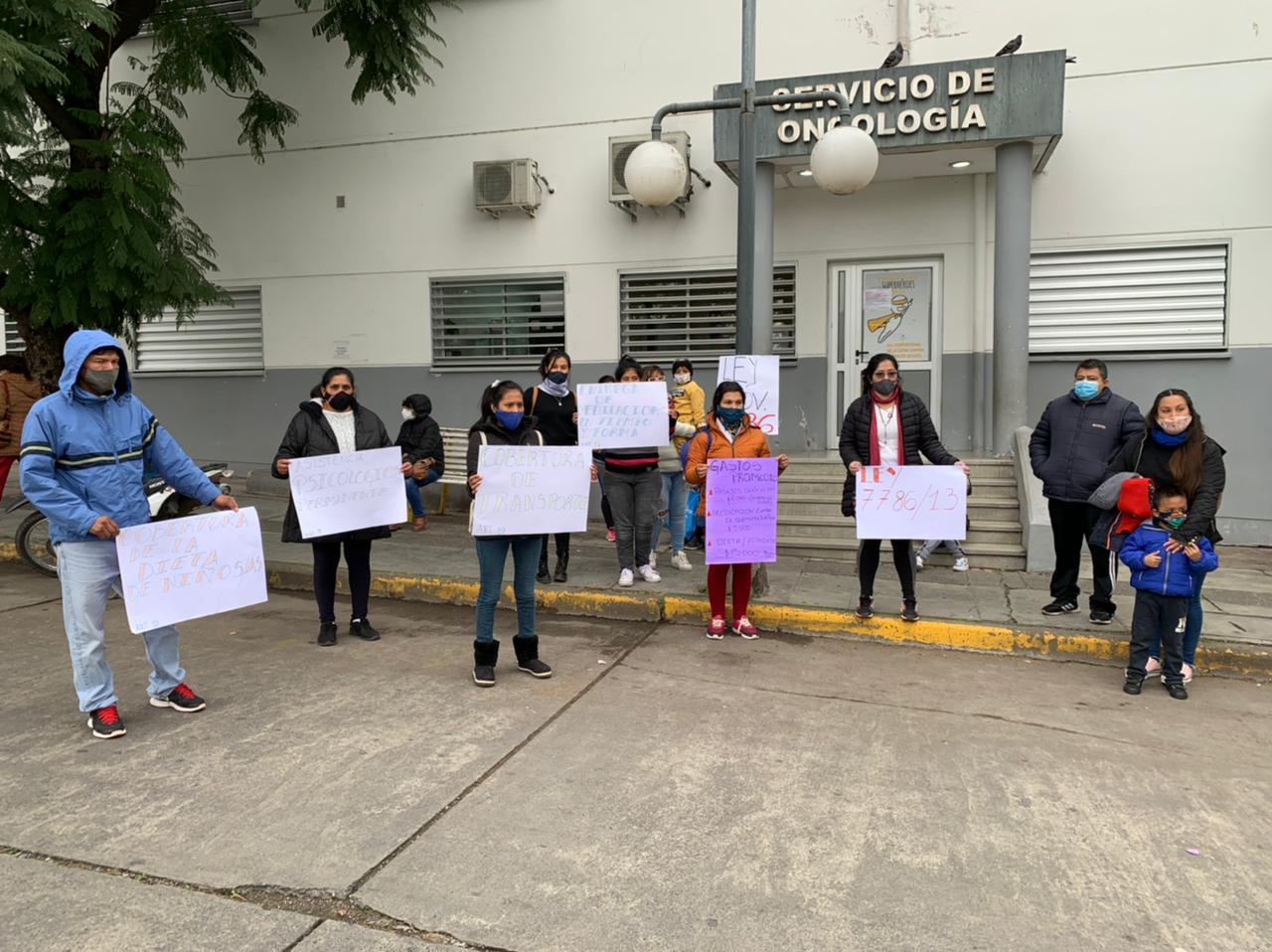 Padres de pacientes oncológicos piden al gobernador Gustavo Sáenz que se instrumente de la Ley 7786