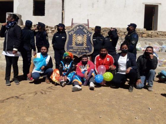 La Policía Comunitaria agasajó a niños de Nazareno