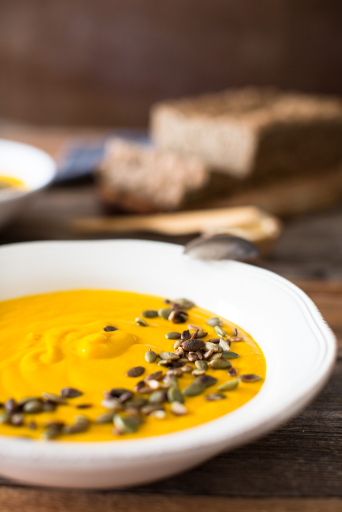 Soothing and warming, this Golden Turmeric Ginger Soup is al you need to make you cozy on a cold winter day.