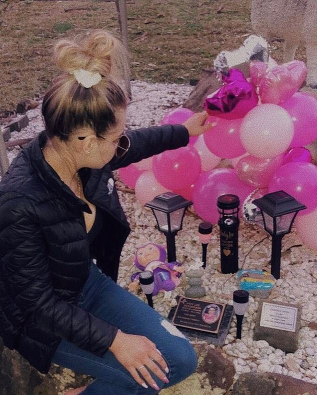 Henderson's younger sister Indy Lee died in 2016 after a concrete war memorial fell on her at a bowling club in Black Head