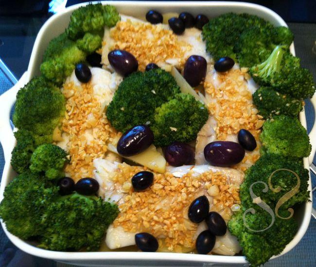 Bacalhau com alho crocante, batata, brócolis e azeitonas pretas…