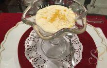 Mousse de Limão Siciliano com raspas de chocolate branco…