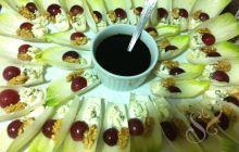 Salada de endívias, gorgonzola, uvas e nozes…