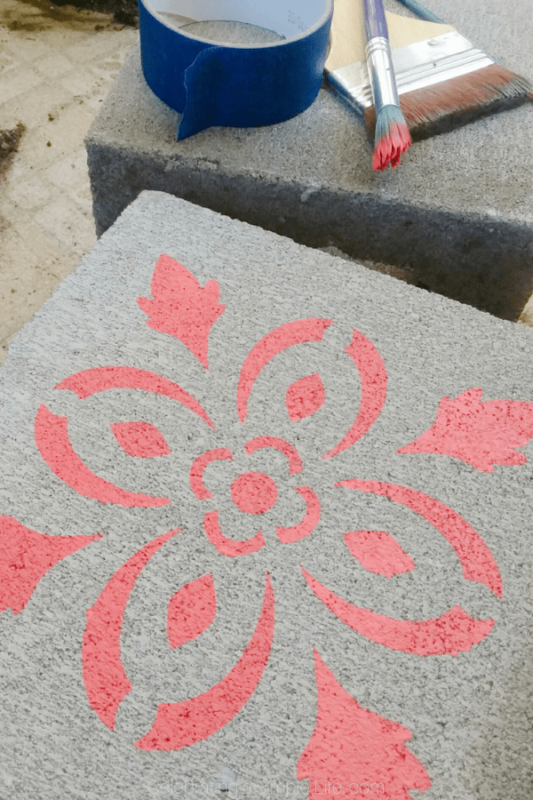 Easy stenciled concrete planters #concreteprojects #gardendiy #containergardening