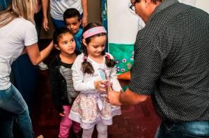 PÁSCOA-4-300x199 PÁSCOA: Administração Municipal entrega doces aos alunos da rede municipal de ensino