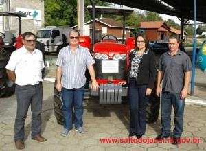 PMSJ-TRATOR-MARCON-3-300x220 AGRICULTURA: Trator novo é entregue ao município e beneficiará agricultores