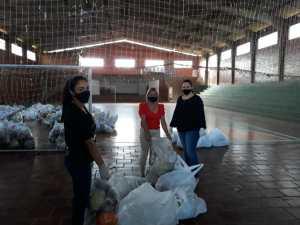 ppa7-300x225 Ação Social- Famílias recebem cestas de alimentos