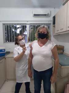 Vacinacao-casal-225x300 Doses de esperança