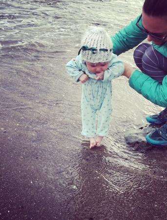 baby-toes-in-the-ocean