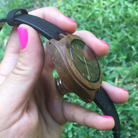 Lightweight walnut wood Watch review