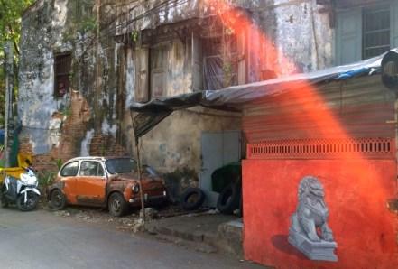 chinese lion statue graffiti tsong wad bangkok.jpg