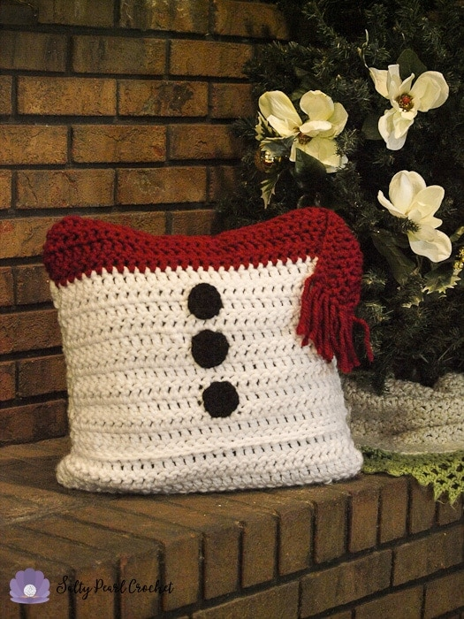 Get the free crochet pattern for this SnowmanPillow Sham at SaltyPearlCrochet.com!