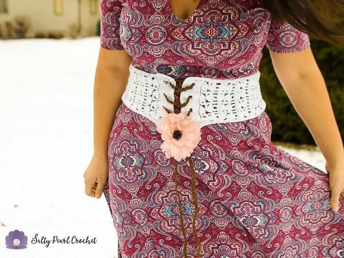 Find the Clamshell Lace Crochet Belt Pattern FREE at SaltyPearlCrochet.com!