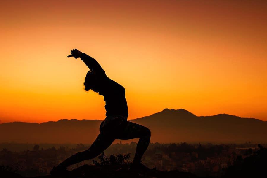 Practicar yoga mantiene el cuerpo y la mente jóvenes