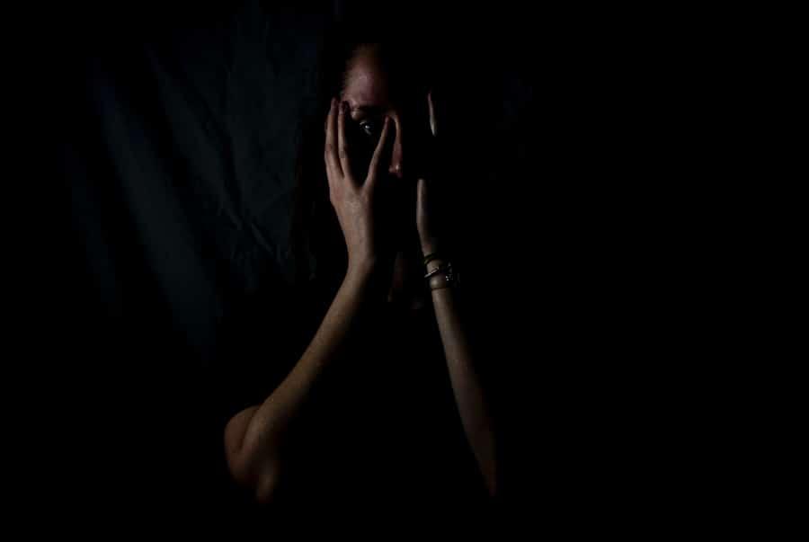 mujer con trastorno depresivo