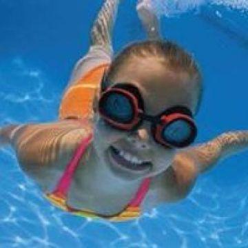 Comunidad al día, Teens teach children about water safety