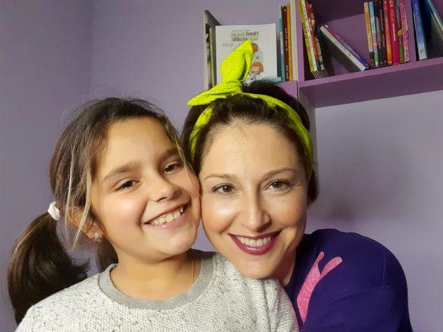 Yolanda Casares con su hija. Paciente activo