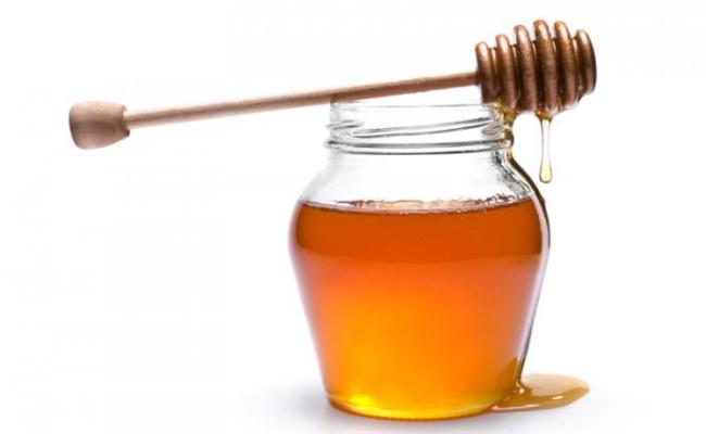 El tratamiento de acné con la miel cruda