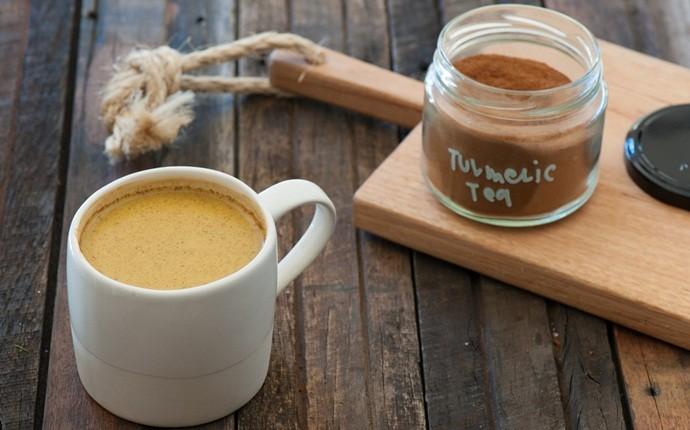 Combinación de té de jengibre y cúrcuma