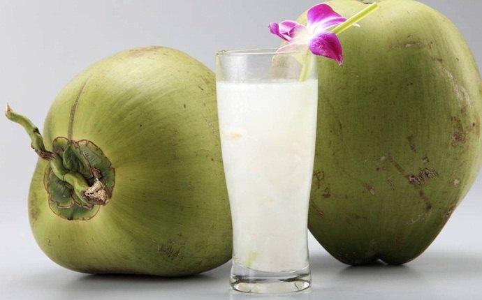 Jugo de limón con agua de coco