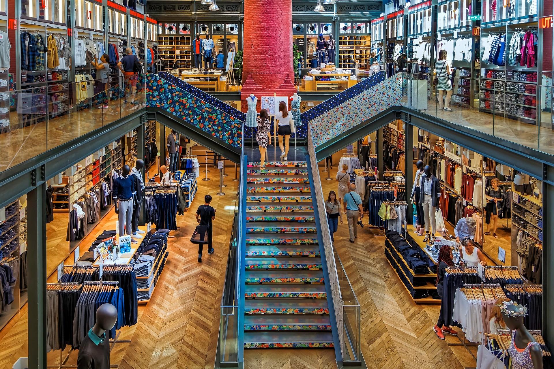 Правительство Франции рассчитывает открыть с 11 мая все магазины.