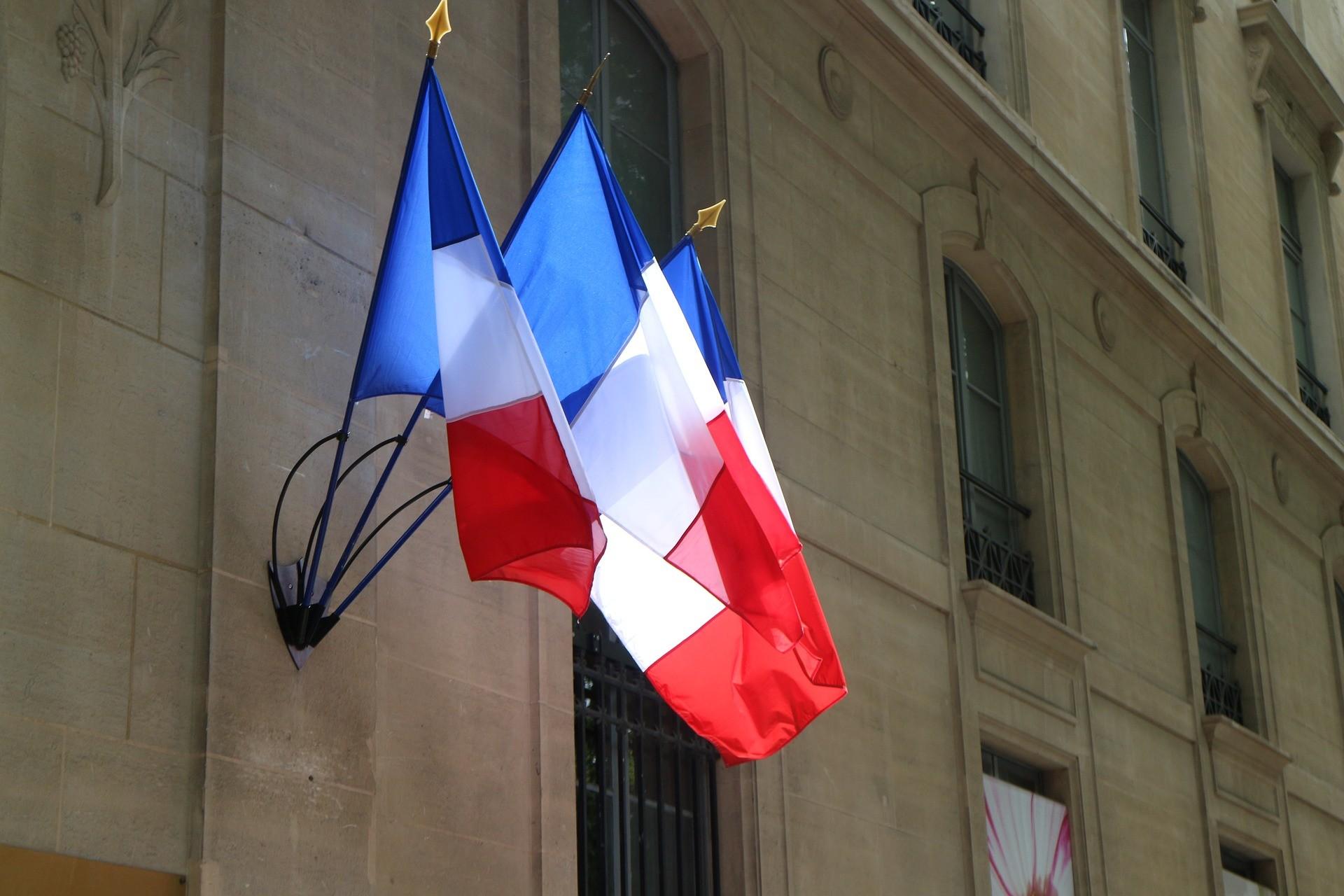 В домах высокопоставленных чиновников Франции проходят обыски в связи с Covid 19.