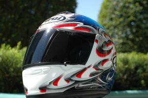 800px-Arai_Vector_motorcycle_helmet